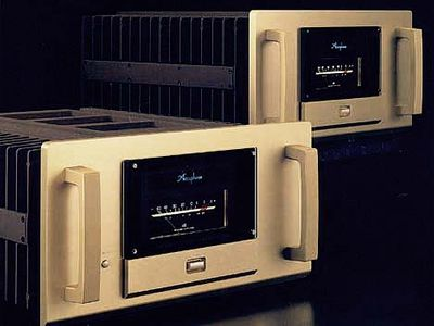 Accuphase M-2000